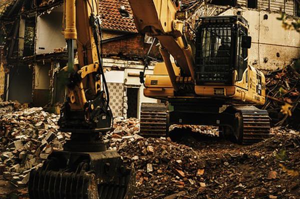 épületbontás profi gépekkel